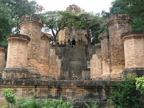 포나가르 사원 : 8세기에 건축된 참파 왕국의 유적 포나가르 첨탑 포나가르 유적 포나가르 사원 포나가르 나트랑 여행 나트랑 관광 나트랑