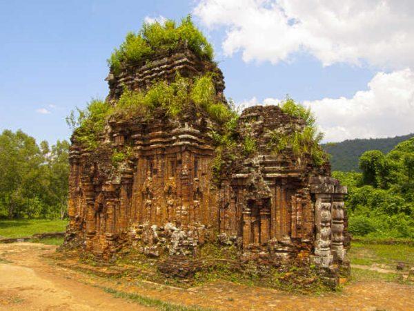 미손 유적지 : 세계유산으로 지정된 관광지