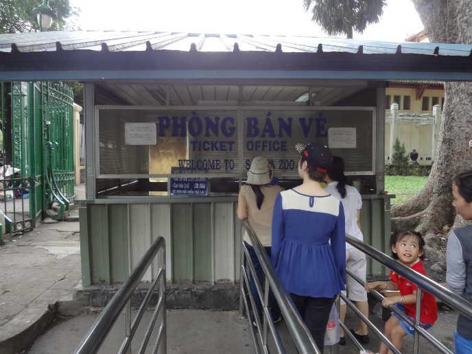 동물원 입구 왼쪽편의 입장권 판매소