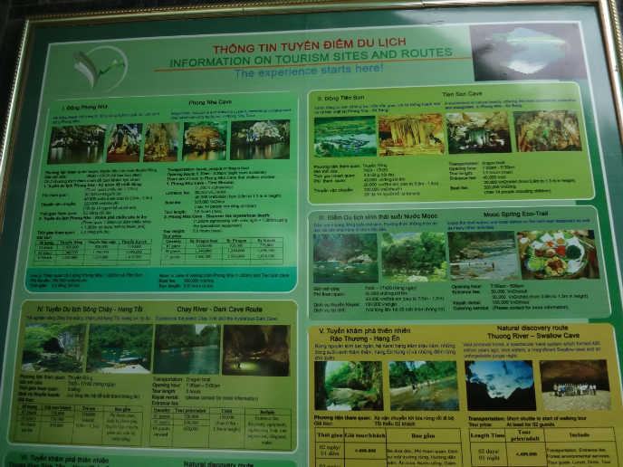 퐁냐케방 국립공원에 위치한 투어센터의 투어설명