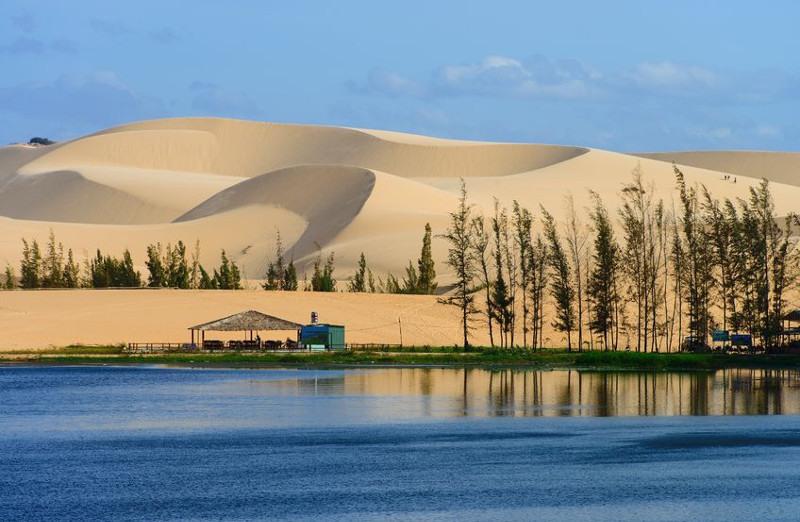 kite-vetnam-sandy-dunes