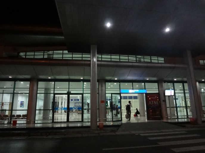 후에 공항 정문